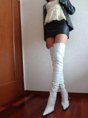 **むちむち密着タイトミニのフェイクレザースカート 香り付着**