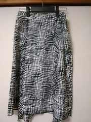 新品 モノトーンフリルつきスカート 定形外205