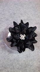 【新品】BLACK◆サテンの光沢FLOWERコサージュ