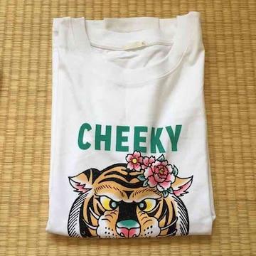 GU・フラワー&トラ柄グラフィックTシャツ。オフホワイト